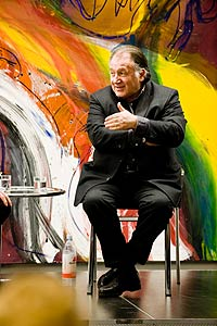 Peter Weibel auf dem Podium