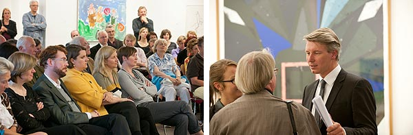Blick ins Publikum und drei Personen im Gespräch