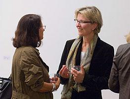 zwei Damen im Gespräch